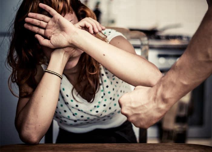 Maltratar a las mujeres sería una profesión.