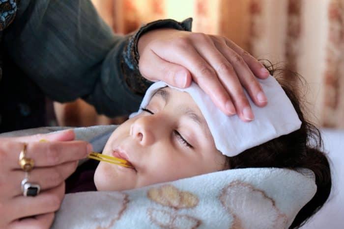 como bajar fiebre en niños 3 años